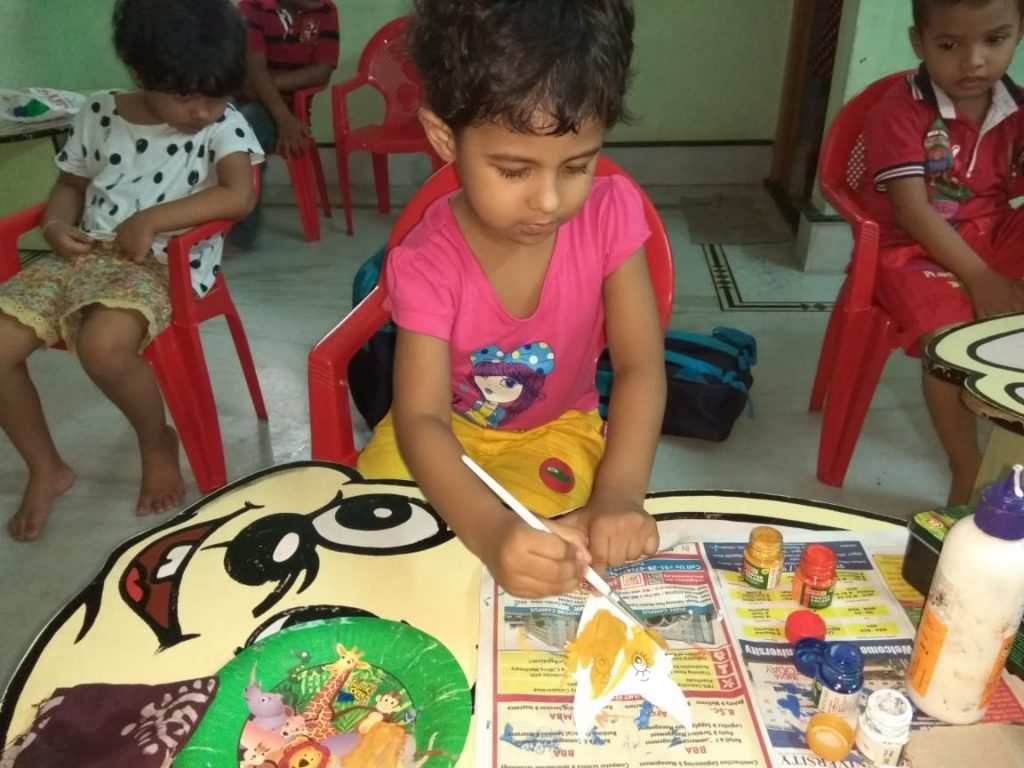 Craft masters of class L kg in Eurokids Netaji Nagar School painting acivity